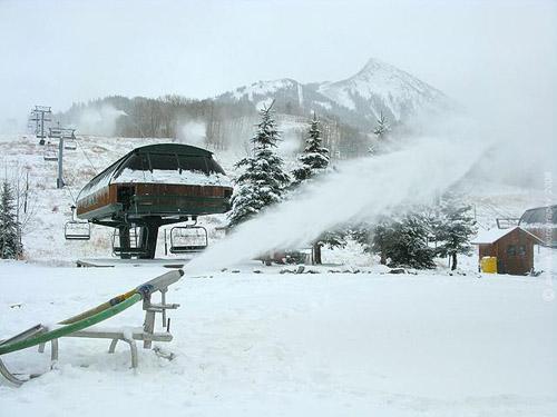 08-11-06_snowmakingstarts.jpg